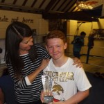Liz presents award to boxing hero Billy